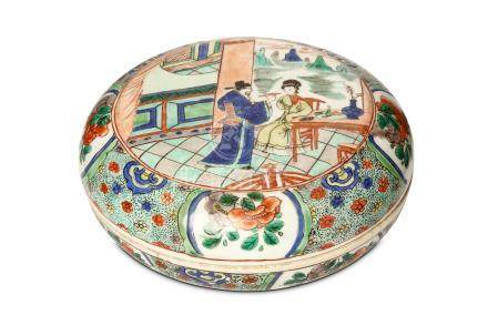 A CHINESE FAMILLE VERTE CIRCULAR BOX AND COVER. Kangxi. Decorated to the cover with a circular