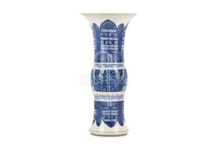 A SMALL CHINESE BLUE AND WHITE BEAKER VASE, GU. Kangxi. Decorated with archaistic taotie masks to