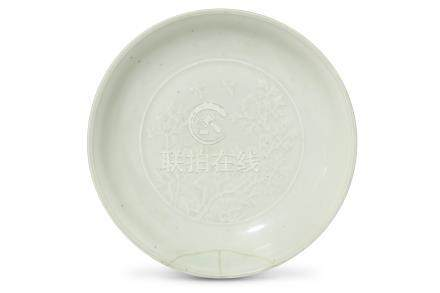 A CHINESE INCISED WHITE-GLAZED DISH. Qing Dynasty,