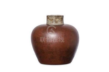 A CHINESE YIXING ZISHA TEA CADDY. Ming Dynasty. Th
