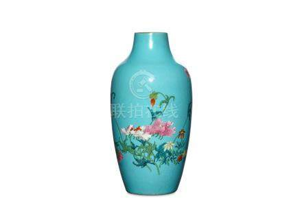 A CHINESE TURQUOISE-GROUND FAMILLE ROSE VASE. 19th