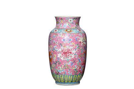 A CHINESE FAMILLE ROSE PINK-GROUND VASE. Qing Dyna