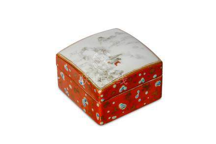 A CHINESE GRISAILLE-DECORATED BOX AND COVER. The c