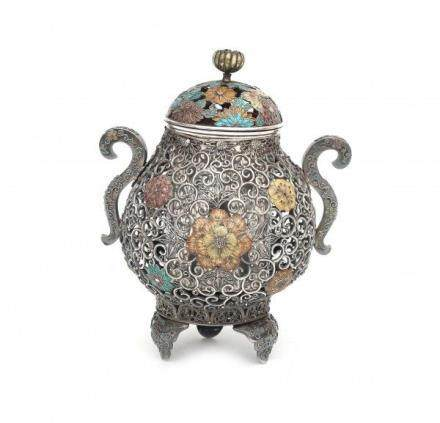 A Chinese silver filigree censer decorated with enamelled flowers. Early 20th centuryHoogte 12,5