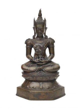 A bronze Buddha on lotus throne. The hands in dhyana mudra. Thailand, 19th centuryHoogte 49 cm. 29.