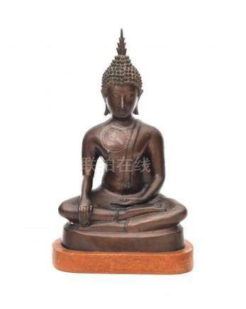 A bronze Buddha, the hands in bhumisparsha. On wooden stand. Early 20th centuryHoogte inclusief