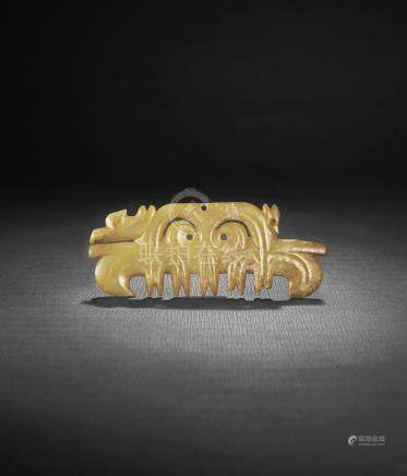 A VERY RARE CELADON JADE TOOTHED ANIMAL MASK ORNAMENT