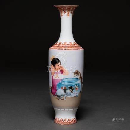 """""""Niña con Pecera y Gatos"""" Jarrón en porcelana China. Trabajo Chino, S. XX"""