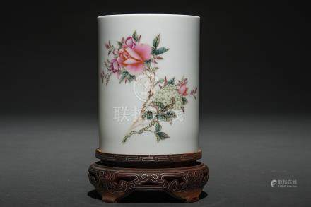 Bote de pinceles en porcelana china. Trabajo Chino, Siglo XX.