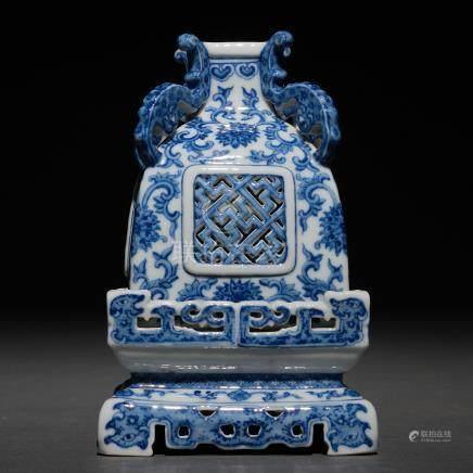 Incensario Chino realizado en porcelana China azul y blanca. Trabajo Chino, Siglo XIX-XX