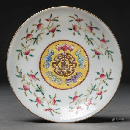 Plato circular en porcelana China. Trabajo Chino, Siglo XIX- XX.