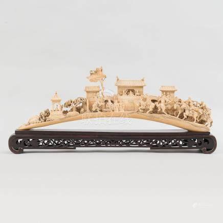 """""""Escena de Batalla"""" Grupo escultórico en marfil tallado. Trabajo Chino, Finales del Siglo XIX"""