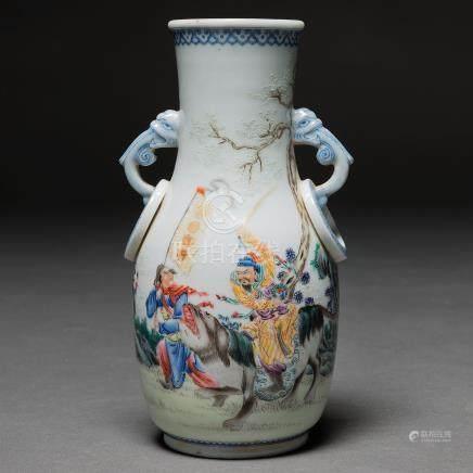 """""""Guerreros en actitud de lucha"""" Jarrón en porcelana China. Trabajo Chino, Siglo XX"""