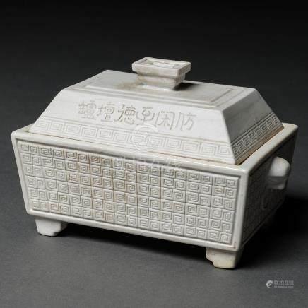 Incensario en porcelana china de color blanca. Trabajo Chino, Siglo XIX-XX