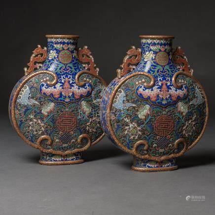 Pareja de cantimploras chinas en esmalte cloisonné. Trabajo Chino, Finales del  Siglo XIX