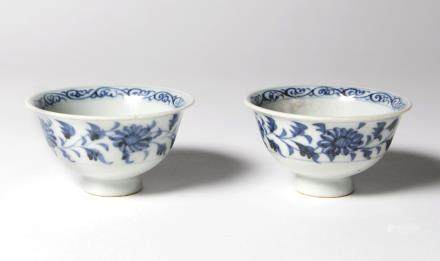 A Pair of Chinese Blue and White Porcelain cups 元代-青花小杯兩客