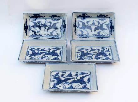Five Chinese Blue and White Porcelain Rectangular Cranes Dishes 明代-大明萬曆年製款青花雙鶴紋長方盤五件一組