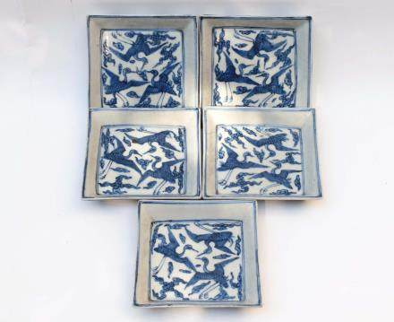 Five Chinese Blue and White Porcelain Rectangular Cranes Dishes 明代-大明萬曆年製款青花三鶴紋四方盤五件一組