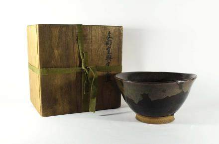 A Chinese Brown-Glazed Yixing Clay Bowl 清代-宜興褐釉茶碗(附木盒)