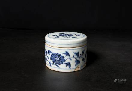 A Chinese Blue and White Porcelain Box and Cover 元代-青花花卉粉盒
