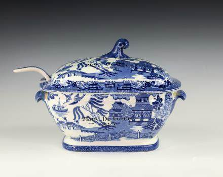 A 19th century blue & white Mandarin pattern Opaque China tureen & cover - Guernsey Channel Island