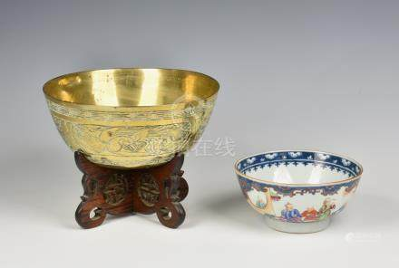 A Chinese 18th century Canton porcelain bowl, Qianlong period (1735-1796), the exterior decorated in