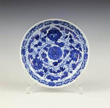 A Chinese blue and white porcelain saucer dish, Kangxi period (1662-1722), with single character