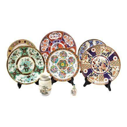 Konvolut Porzellan: 8 tlg. CHINA6 Teller in unterschiedlichen Größen und Dekoren, D ca. 23 cm-31,5