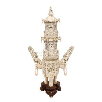 Elfenbeinpagode CHINA Anfang 20.Jh.Prachtvoll detailreiche Elfenbeinschnitzerei und mit schwarz