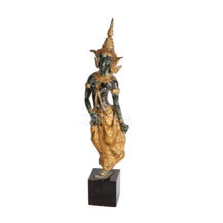 Bronze einer Khon-Tänzerin. THAILAND, 19./20. Jh..Goldfarben gefasst und grün patiniert, auf