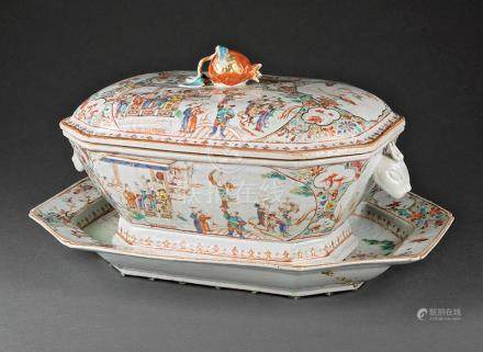 Chinese Export Famille Rose Porcelain Covered Tureen and Stand, Qianlong Period, 18th c., cover with