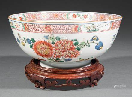 Chinese Famille Verte Porcelain Bowl, Qianlong Period, 18th c., painted with flowering branches