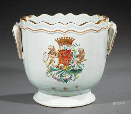 Chinese Export Armorial Porcelain Wine Cooler, Qing Dynasty, 18th c., scalloped rim, slightly
