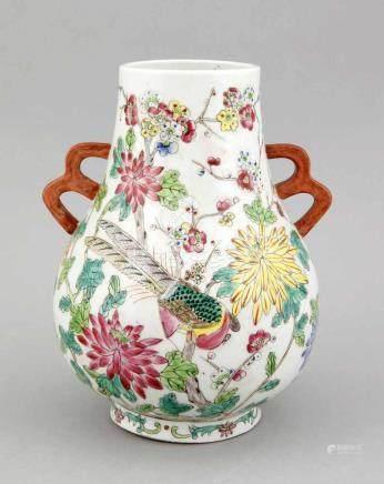 Vase, China, 1. H. 20. Jh., Hu-Form, polychromer Dekor mit Blütenzweigen und Vögeln,Handhaben mit