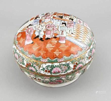 Famille-Rose-Deckelschüssel China, 1. H. 20. Jh., flachgedrückte Kugelform, typischesCanton-Rose-