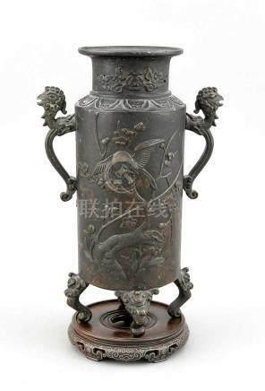 Bronzevase, China, 19. Jh., zylindrische Form auf 4 eingerollten Zungenbeinen,zweiseitiger
