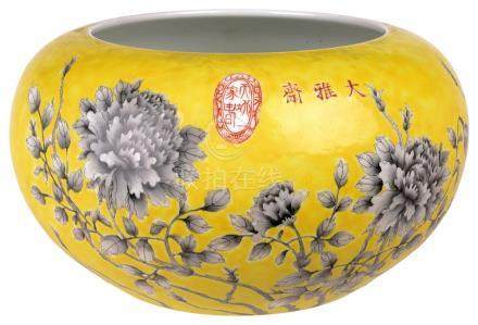 A CHINESE DAYAZHAI ALMS BOWL, GUANGXU PERIOD (1875-1908) the rounded sides rising from a