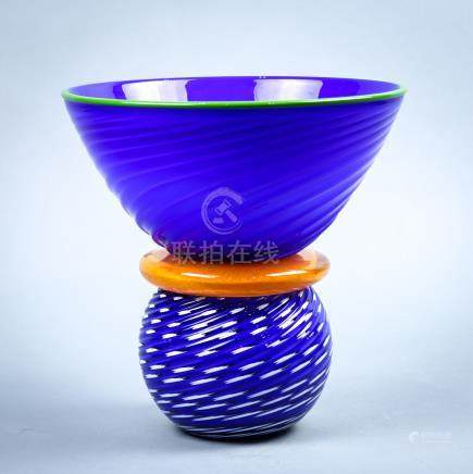 Gordon Pizzichillo art glass vase, the green rim above the tapering ribbed body, rising on and