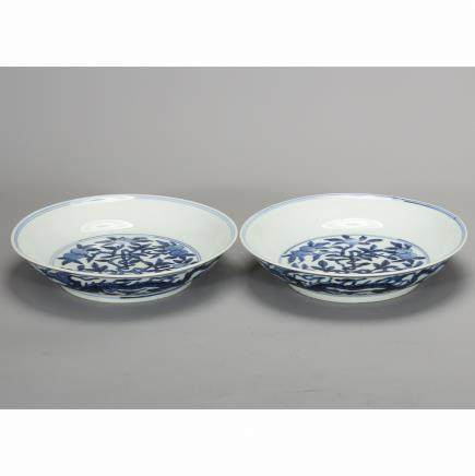 CHINESE BLUE WHITE PORCELAIN PLATES, PAIR