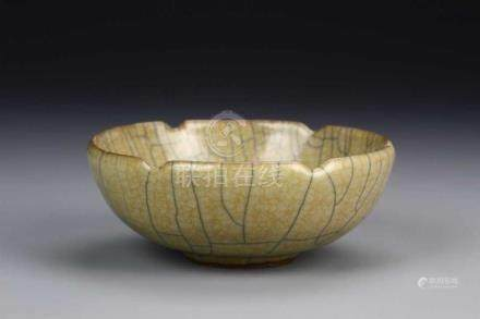 CHINESE CRACKLED FLORAL-RIM GEYAO BOWL