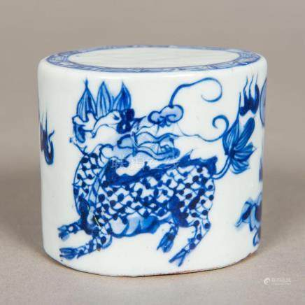 A Chinese blue and white porcelain seal Of oval section, wor