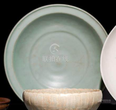 A QINGBAI-GLAZED CHRYSANTHEMUM BOWL, China, Song dynasty. - Property from a German private collectio