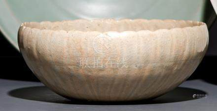 A LONGQUAN CELADON DISH, China, Yuan/Ming dynasty. - Property from a German private collection, most
