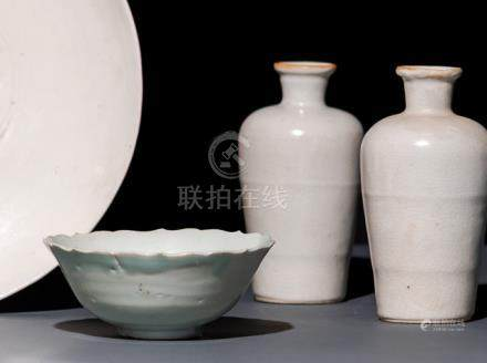 TWO VASES AND A FOLIATE-RIMMED BOWL, China, Song dynasty. The vases with a white, finely crazed glaz