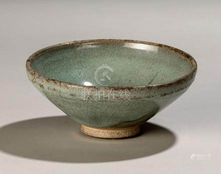 A LAVENDER-GLAZED JUNYAO BOWL, China, Yuan dynasty - Former private collection Erich Tgahrt (1882-19