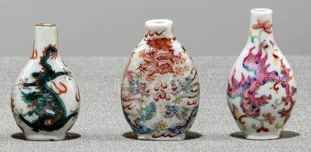 A GROUP OF THREE POLYCHROME DECORATED DRAGON OR PHOENIX PORCELAIN SNUFFBOTTLES, China, 19th ct. - Pr