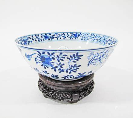 A Chinese blue and white bowl bearing Qing Dynasty, Kangxi markings on wooden base. W23cm. (2)