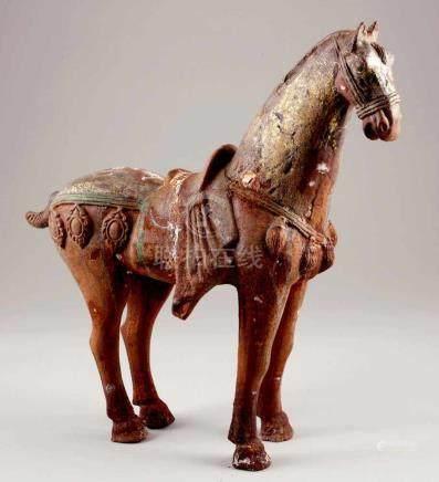 PferdChina, Tang-Stil. Eisen. 52 x 53 x 16,5 cm. - Zustand: Restbemalung. Abplatzungen. Oxidiert.