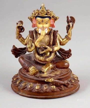 Ganesha FigurIndien. Bronze. Vergoldet und bemalt. H.15 cm. In seinen Händen hält er auf der einen