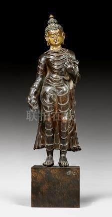 銅佛陀立像。